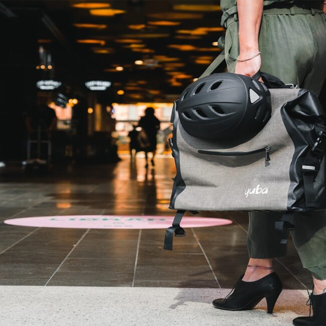 Yuba Baguette Bag Lifestyle 1