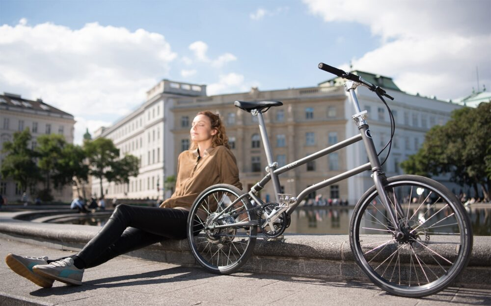 Vello Bike+ Belt Drive Lifestyle 1