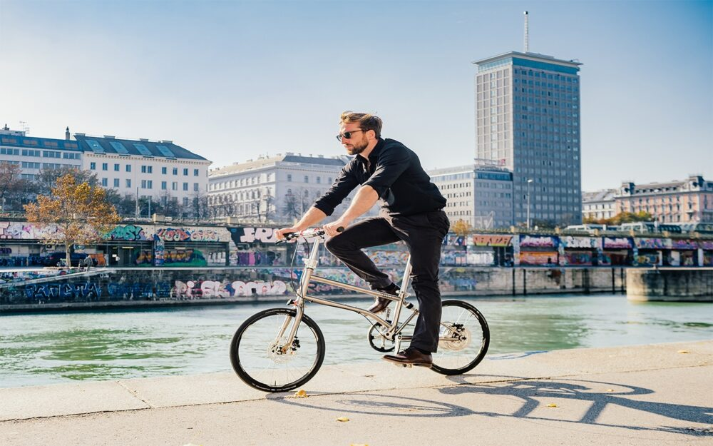 Vello Bike+ Titanium Lifestyle 1