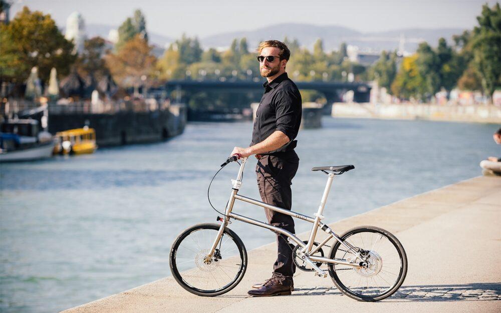 Vello Bike+ Titanium Lifestyle 2