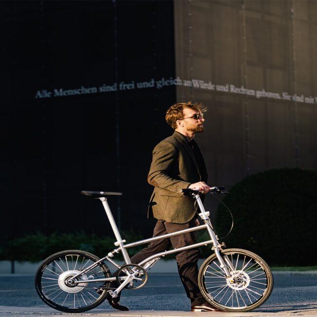 Vello Bike+ Titanium Lifestyle 5